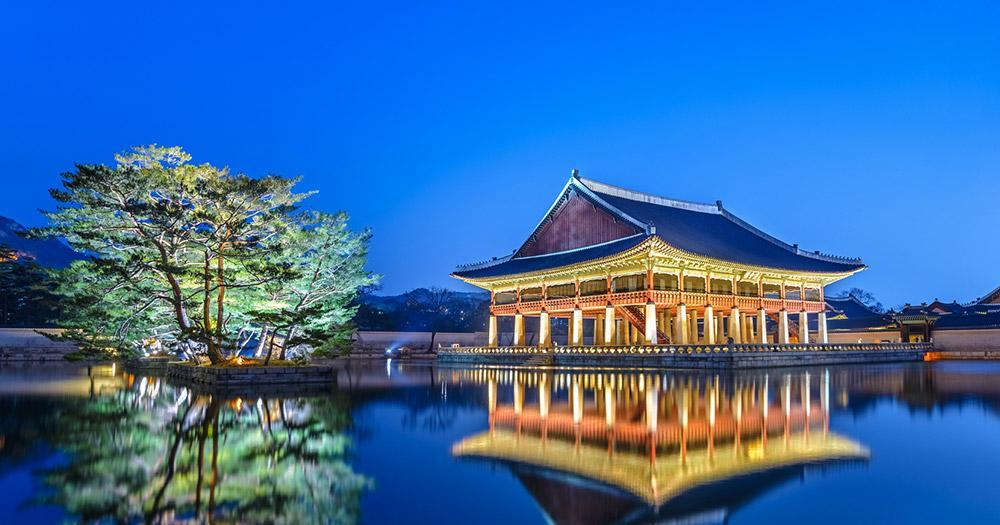 Seoul - Gyeongbokgung Palace in the evening