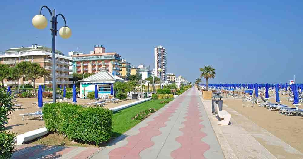 Adriatic Sea - Standing promenade