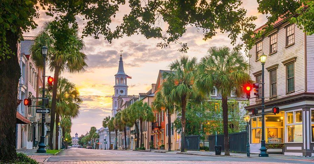 Charleston - Picturesque boulevard in the morning