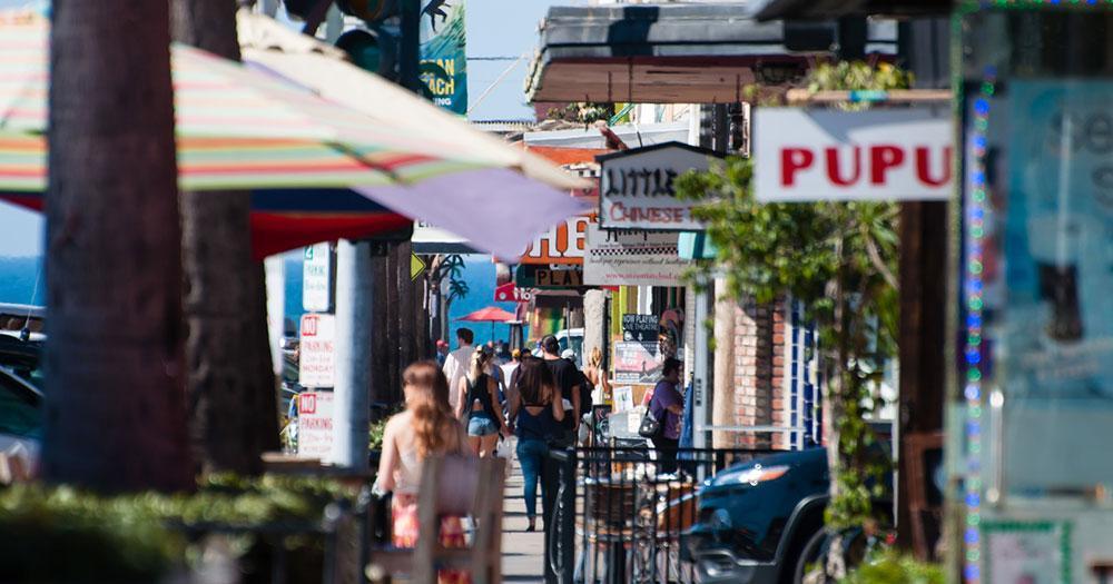 San Diego - bar and restaurant scene Newport Avenue