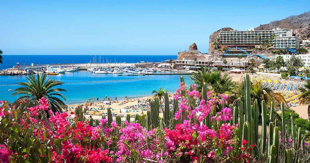 Gran Canaria - View of hotel by the sea