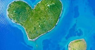 Galesnjak - island in heart shape
